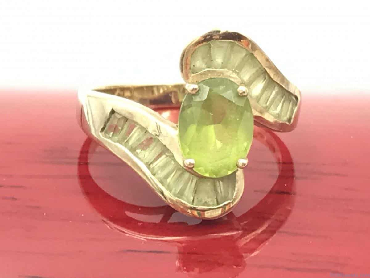 Peridot 10KP Yellow Gold Vintage Ring Oval Green Gemstone %