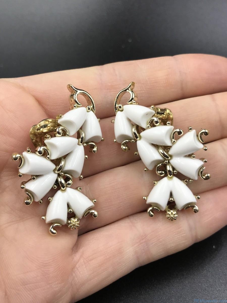 Vintage Kramer White Lucite Flower Dangle Clip Earrings - REMIjewels